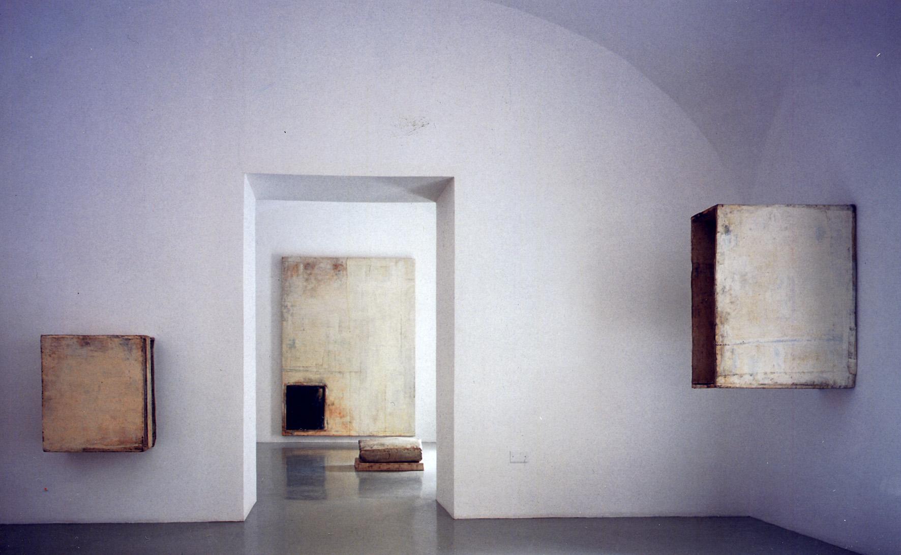 Lawrence Carroll Installazione/Installation view, Studio Trisorio, Napoli 05.02.2004