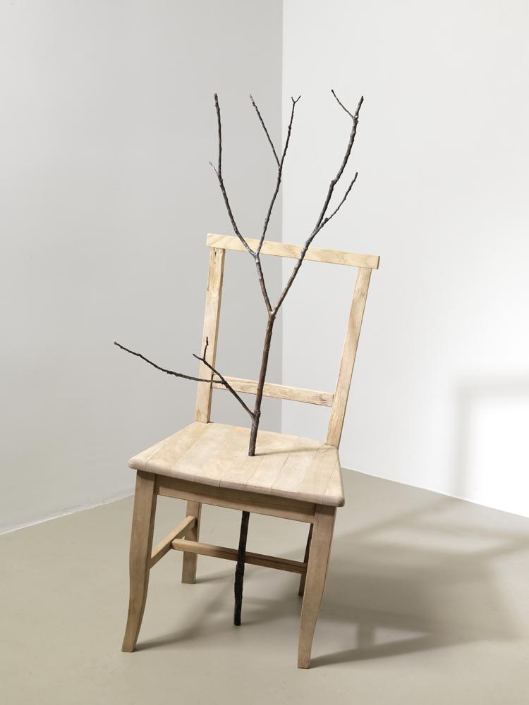 incontro , 2012 bronzo e legno/ brode and wood cm 46 x 42 x 100