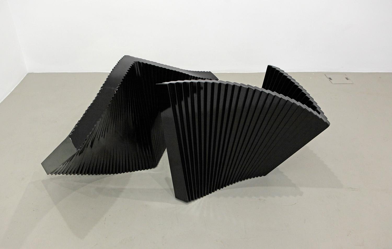 Senza titolo , 2012 legno e pittura a fuoco cm. 85x68x150 (dimensioni variabili)