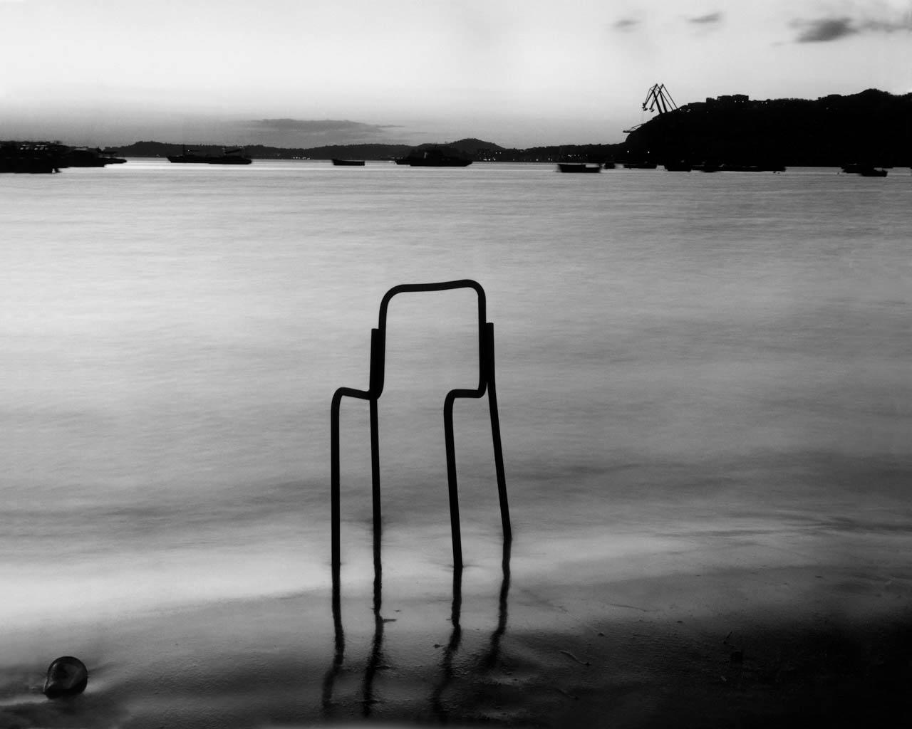 Sedia nell'acqua, Coroglio, 2001 Stampa digitale su carta Hahnemuhle, cm 100x120 / cm 120x140 (ed. 6 + 1AP)