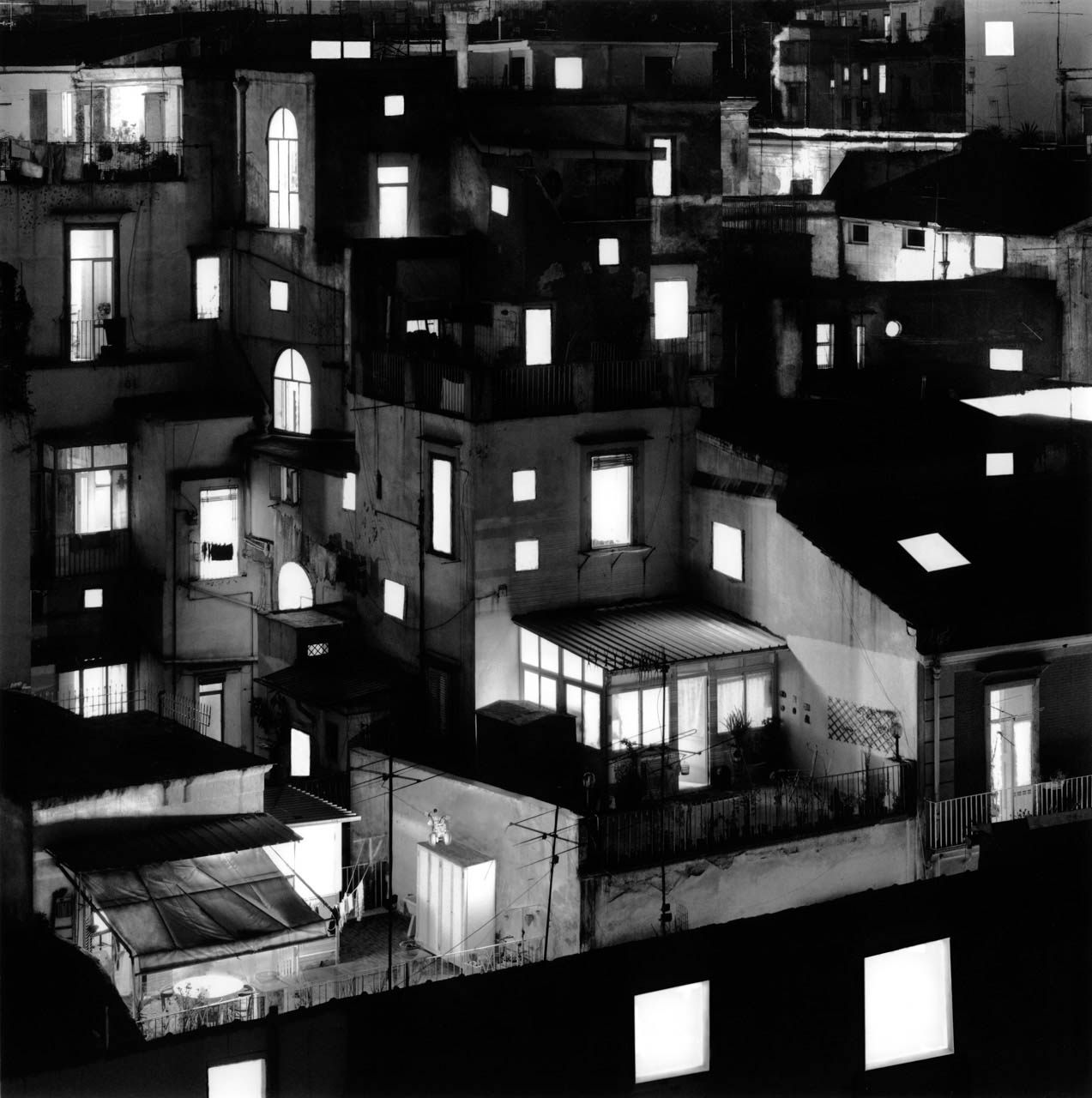 Tetti di case, Quartieri Spagnoli, 2001 Stampa digitale su carta Hahnemuhle, cm 100x100 / 120x120 / 140x140 (ed. 6 + 1AP)