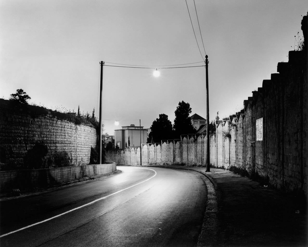 Via Santa Maria del Pianto, Napoli, 2001 Stampa digitale su carta Hahnemuhle, cm 100x120 / cm 120x140 (ed. 6 + 1AP)