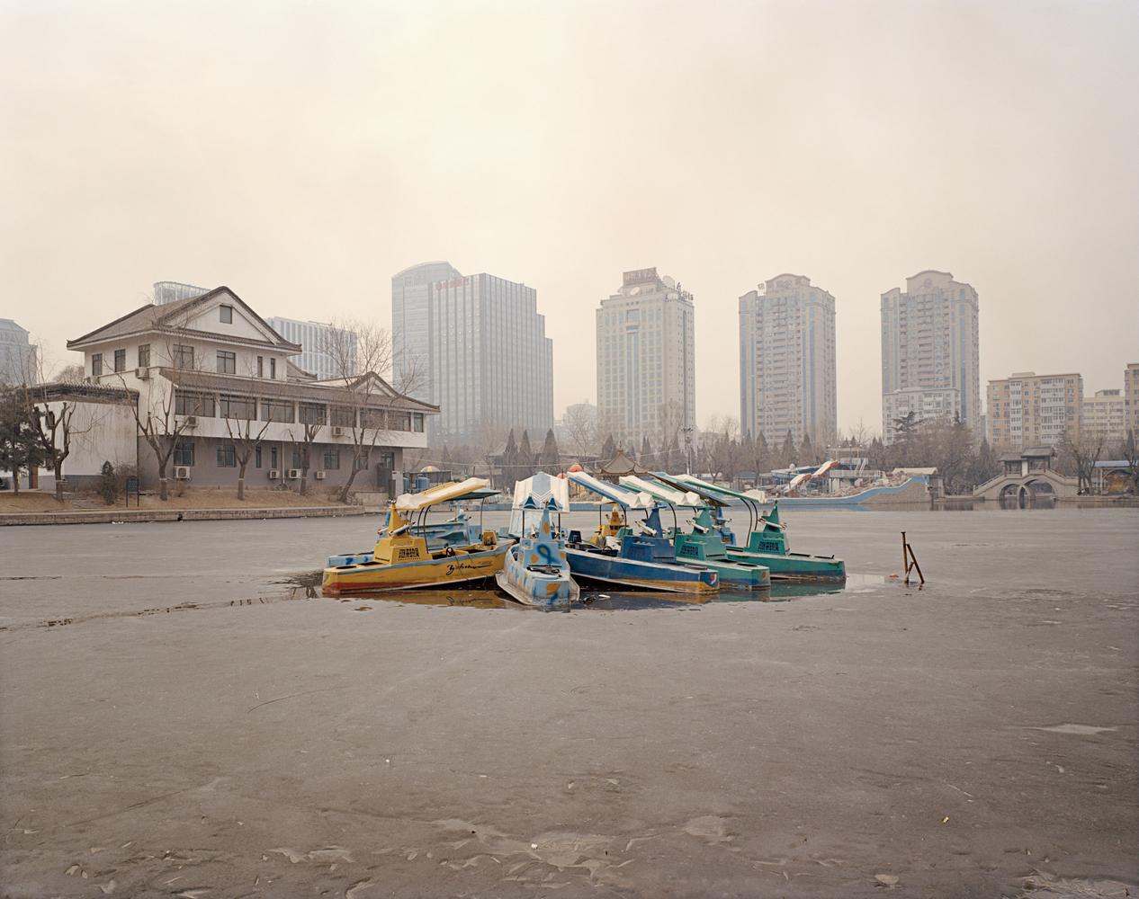 Tuanijehu Park ,   Beijing 2014 Archival Print su carta cotone cm 110 x 140 (60x80) ed 5