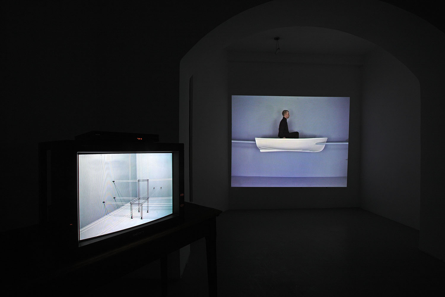 John Wood & Paul Harrison, video installazione Studio Trisorio Roma (D).jpg