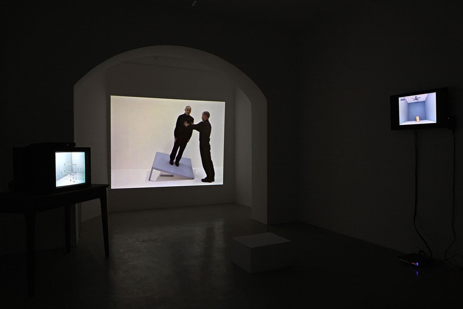 John Wood & Paul Harrison, video installazione Studio Trisorio Roma (G)-1.jpg