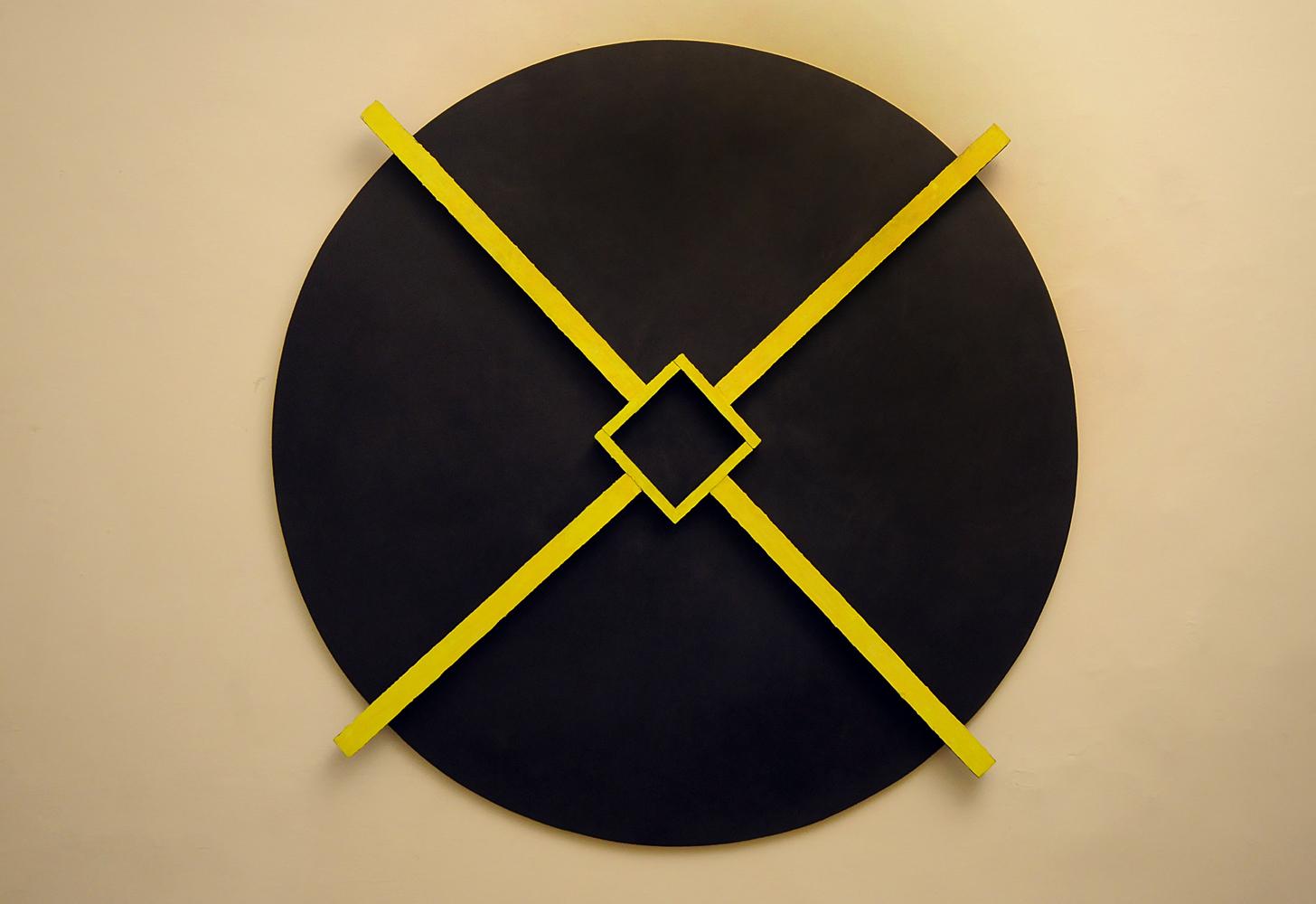 Alfredo Pirri,1987, tecnica mista su legno, diametro cm 140
