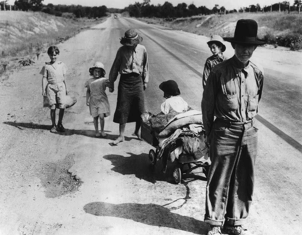 Dorothea Lange,  Family ,  Five Children and no Car , Oklahoma, 1938, cm 31x40, framed cm 55x55