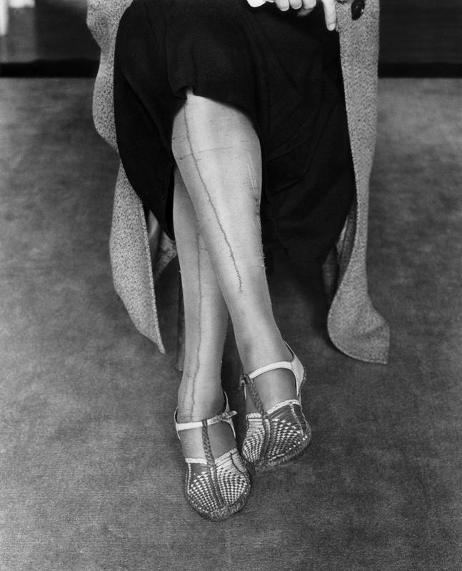 Dorothea Lange,  Mended Stockings , San Francisco, California, 1933, cm 32,3x40, framed cm 55x55