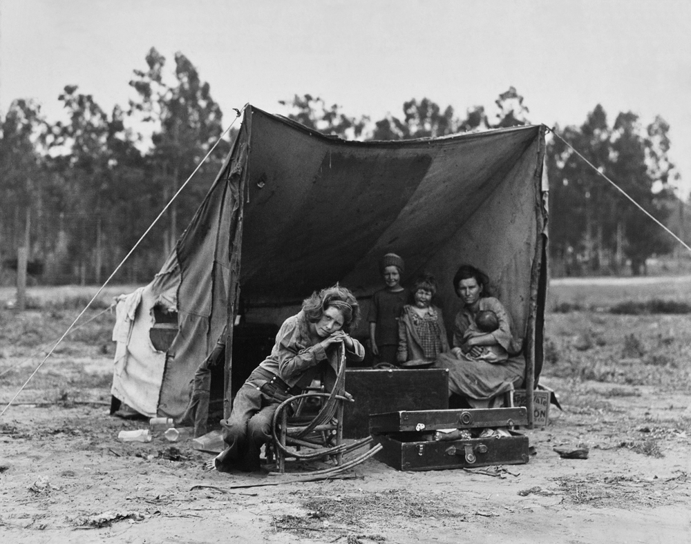 Dorothea Lange,  Migrant Agricultural Worker's Family , Nipomo, California, 1936, cm 31,5x40, framed cm 55x55