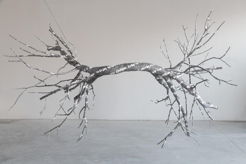 Marisa Albanese, Doppio Cielo ,2015, alluminio, 2 proiettori, cm 250x400, h cm 350 ca.