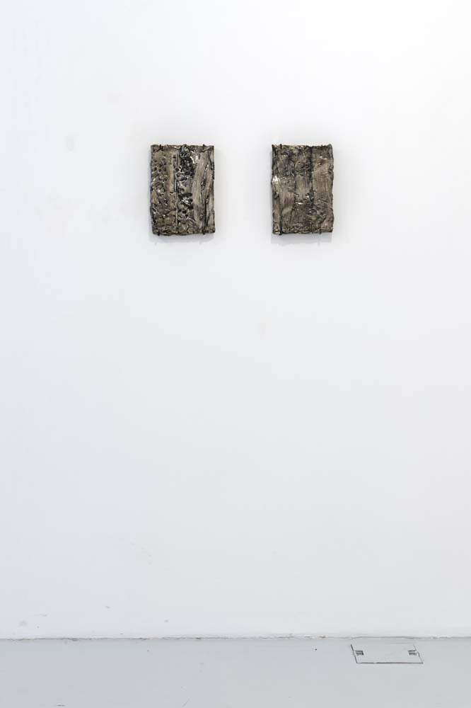 Lastra (mano) , 2017, bronzo bianco, cm 29x61x3