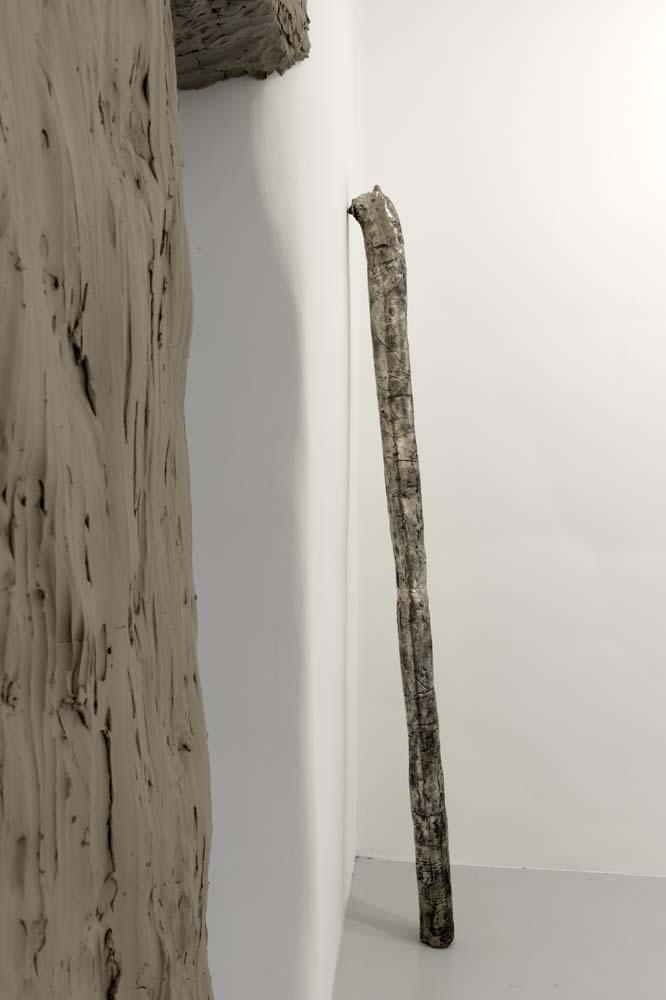 Tubo (parete) , 2017, bronzo bianco,cm 213x140x9