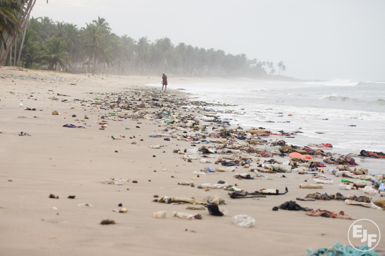 For International Coastal Cleanup Day, our local team co-ordinated a beach clean along Cape Coast in Ghana. Worldwide, 73% of beach litter is plastic: filters from cigarette butts, bottles, bottle caps, food wrappers, grocery bags, and polystyrene containers.