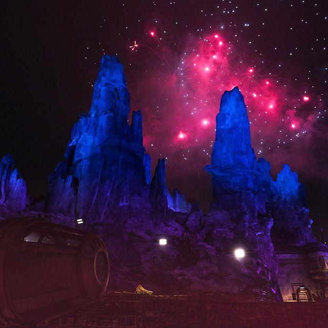 Batuu is magical at night 💖⭐️