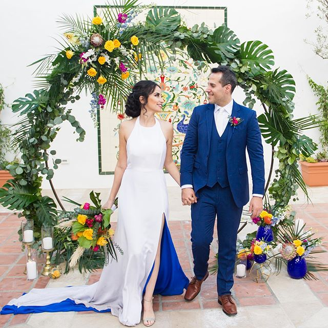 I hope your weekend is filled with Tropical Days and fun happy nights 🏝😀 Planner @graceandgoldevents Photo @jessicaelizabethphoto @rob_tran Cinematography @kaletcinema @rob_tranVenue @laventuraeventcenterStationary @willemina_typographyCalligraphy @lavenderandseaFlorals @bellabloomsfdMen's Attire @stitchandtie Bridal Gown @kirstenpaige Cake @plumeriacakestudio Rentals @bakerparty Beauty Concierge @elwynnandcass Hair and Makeup @shear_chic Models @yasminatassi (Yasmin and Abdo) Featured on @cakeandlace_