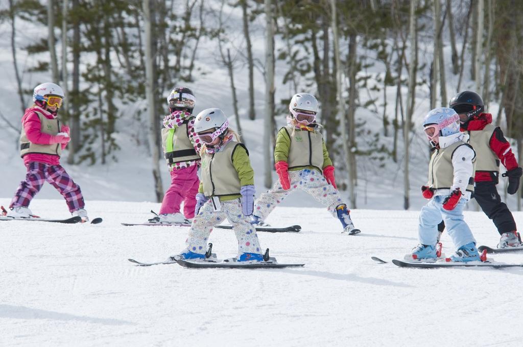 kids skiing.jpg