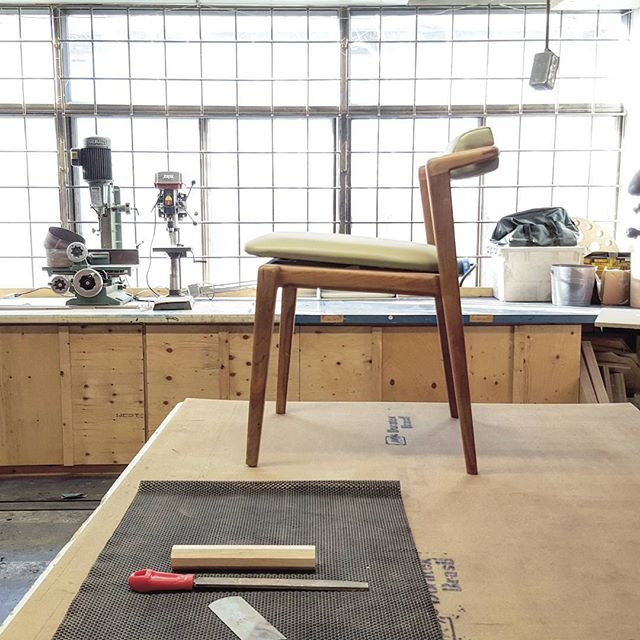 De retour au chaises.. // Back to the  chairs  #chair #designmontreal #mtldesign #montreal #wood #woodworking #woodwork #handmade #mondaymorning