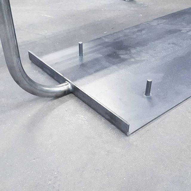 Mobilier de notre projet à venir... le métal // Furniture of our up and coming  project... the metal  #lescoiffeuses #mobilier #lamaine #st-laurent #mtldesign #mtldesigner #montrealdesign #designmontreal #handmade #metal #cu#curves