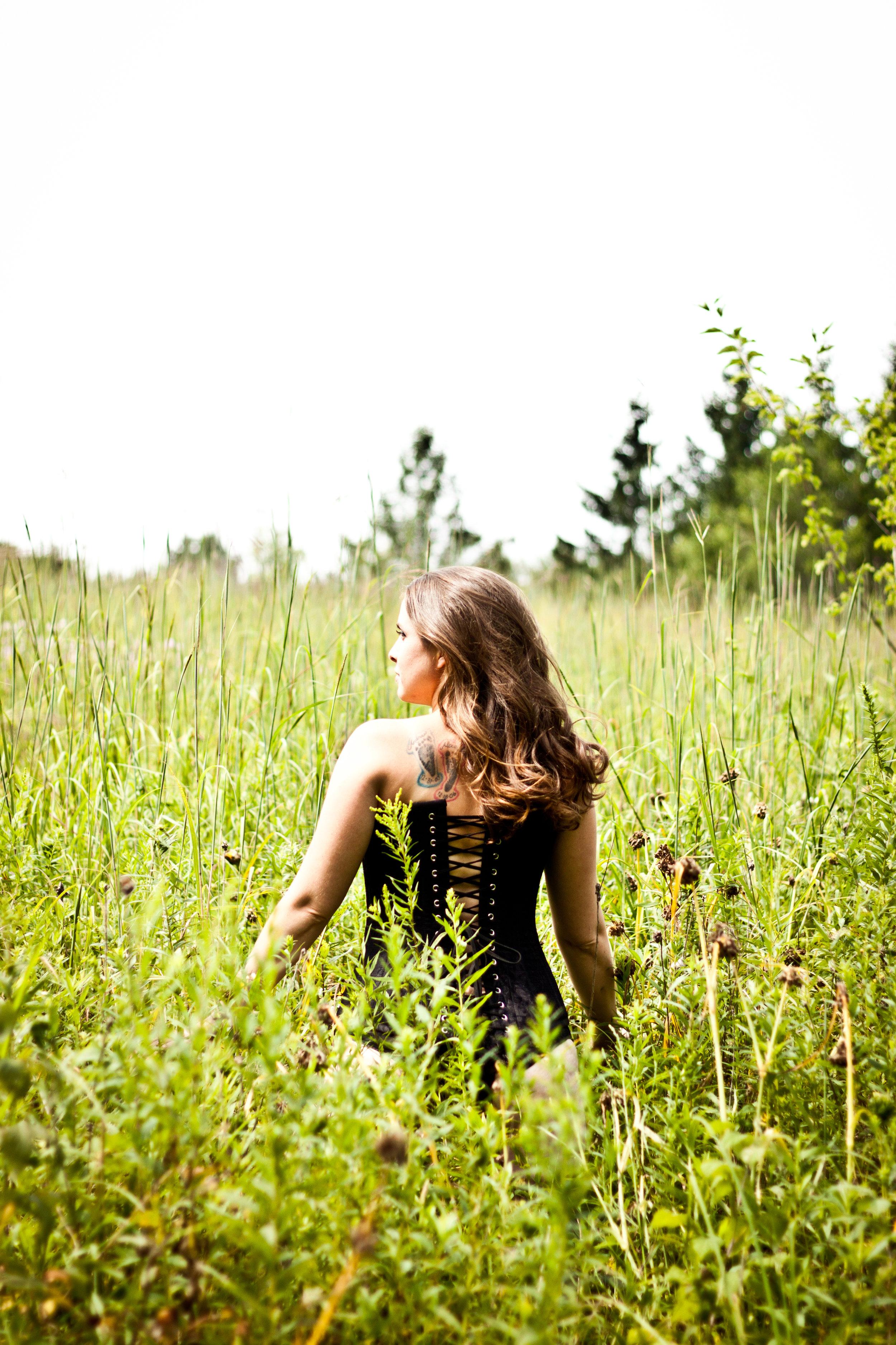 outdoorboudoirportraits-whitewaterwi-katydaixonphotography.jpg