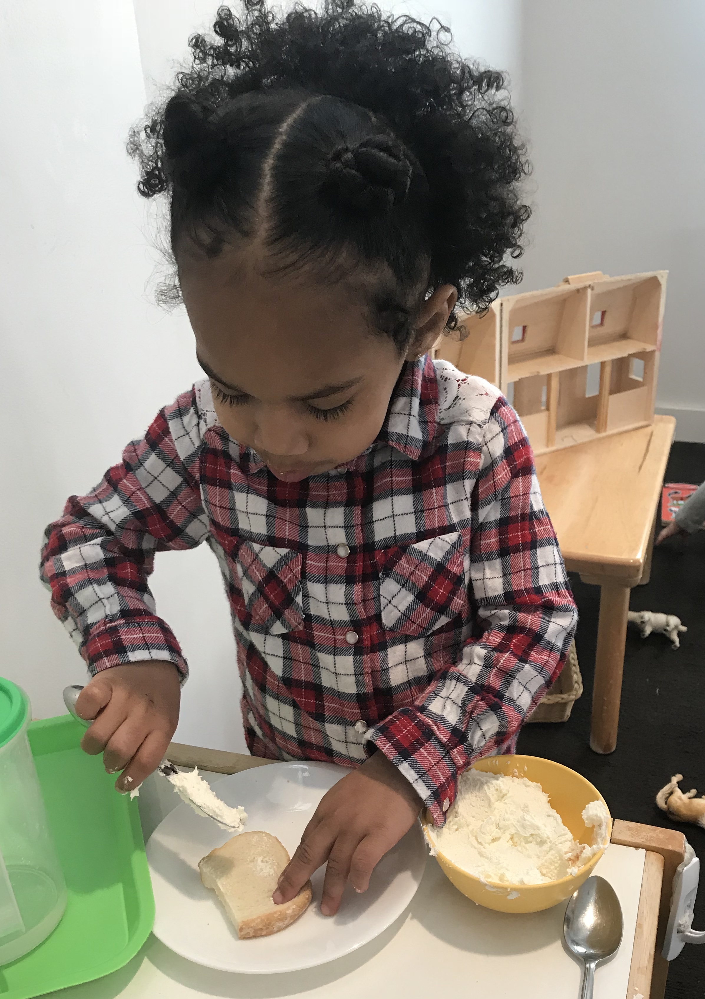 mcs ri toddler preparing her snack