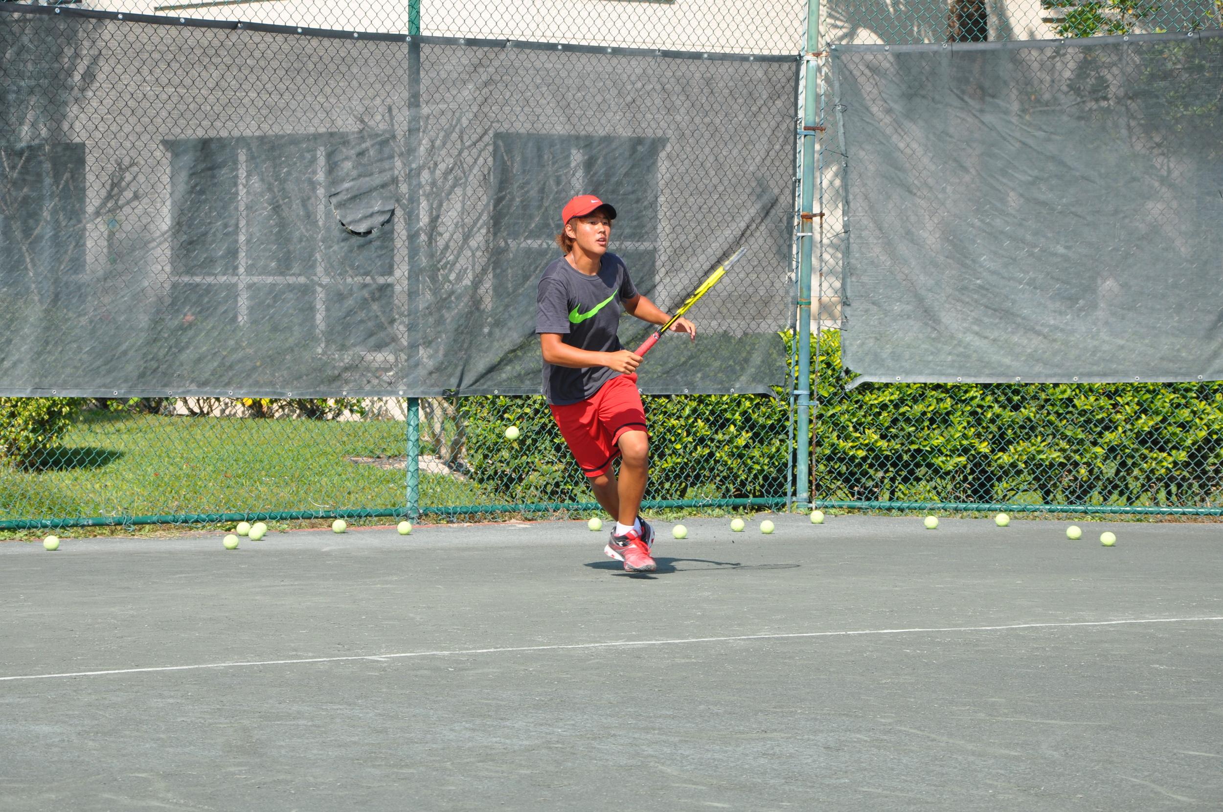 gomez-tennis-academy-training-forehand.JPG