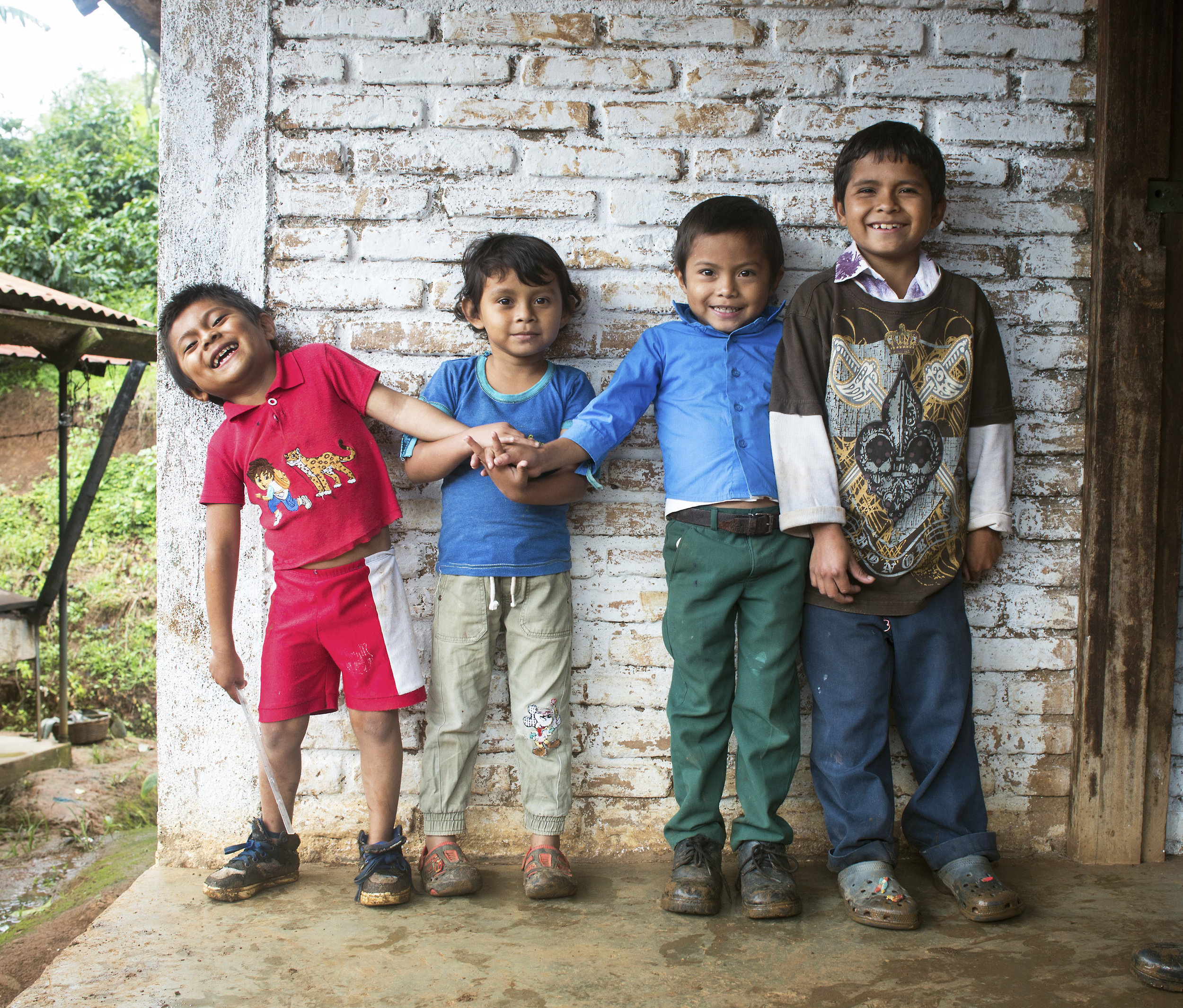 Project-Alianza-Smiling-Children-In-Front-Of-Wall.jpg
