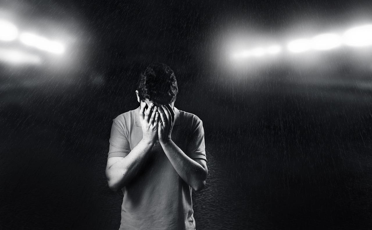 Depression er alvorligt og mænd er notorisk dårlige til at søge hjælp. Hvis alt ser sort ud, så ring til din læge. Foto: Daniel Reche, via Pixabay.