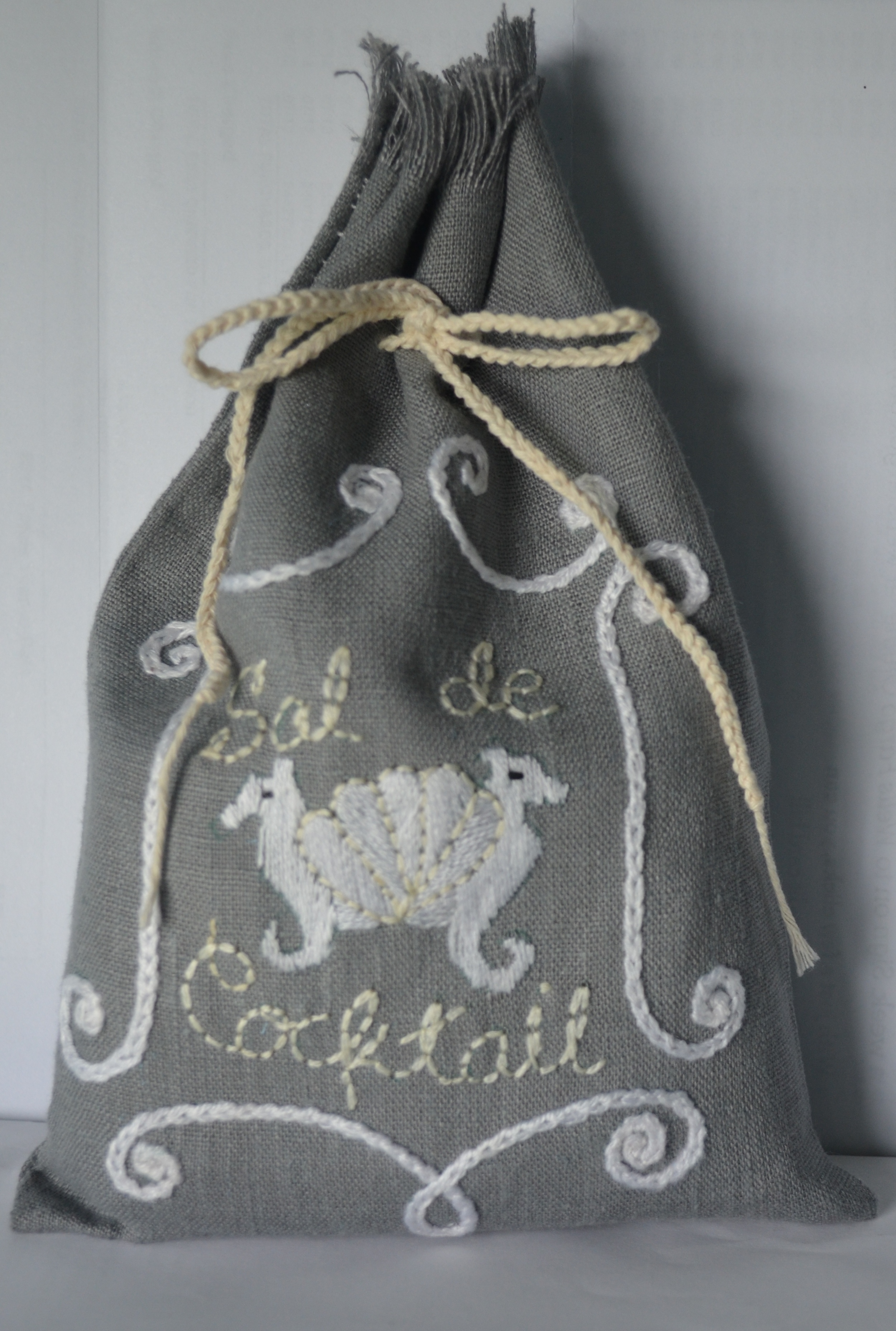 First look at our new linen Sal de Cocktail bag!