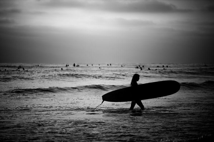 surfer bw female.jpg