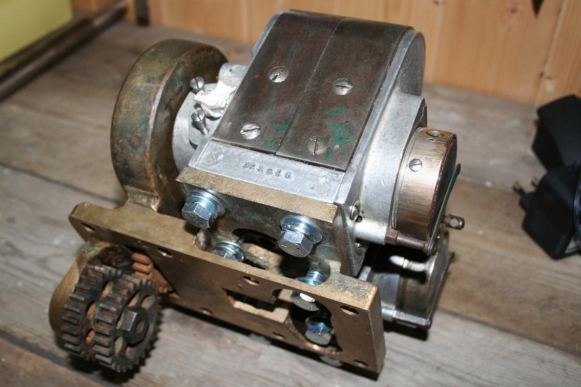 Anordningen for synkronisering av de to tenningssystemene var helt, foruten selve magnetene som.Nå er to Bosch ZEV 42 grader magneter på plass.