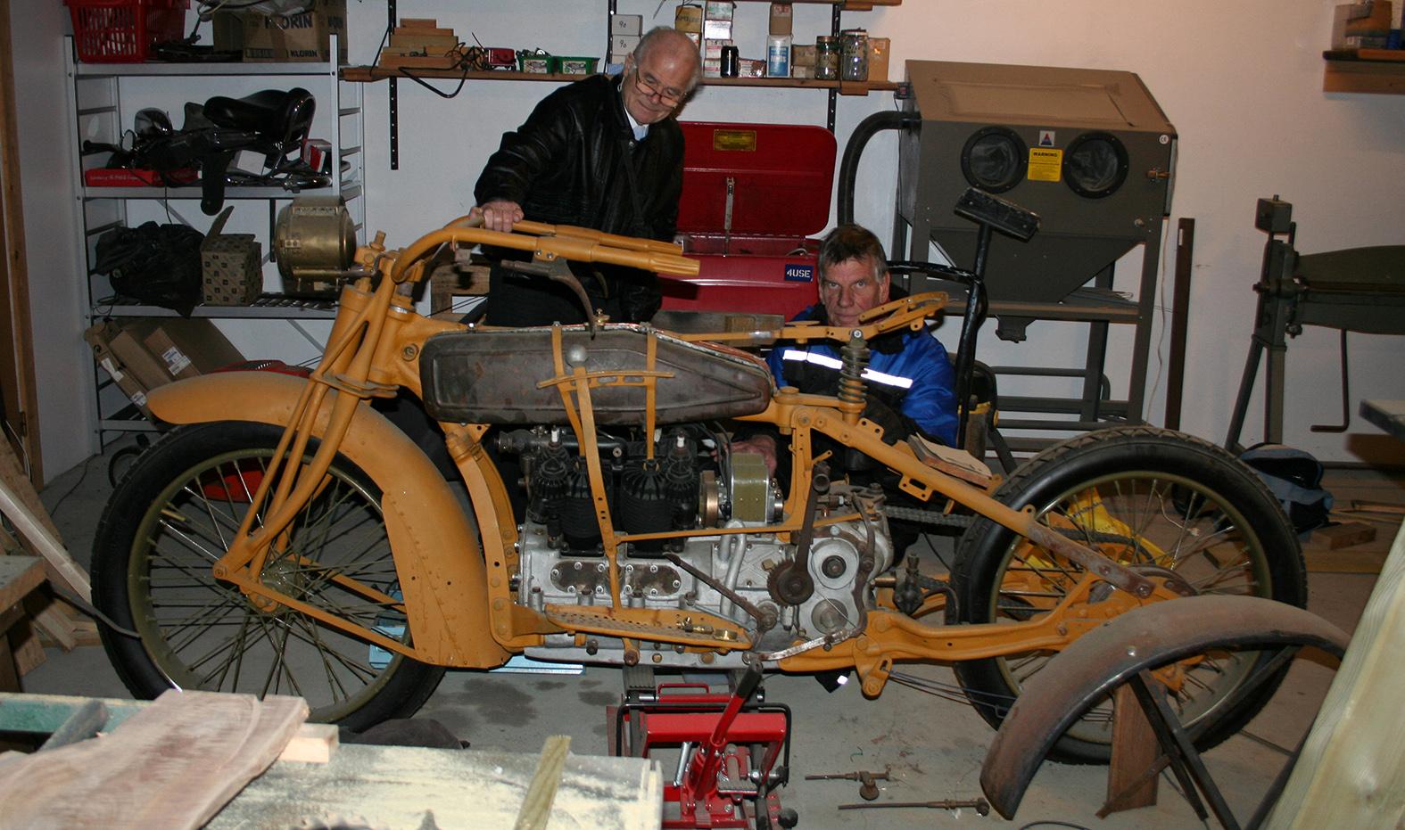 To fornøyde karer og en kjempemotorsykkel 181216