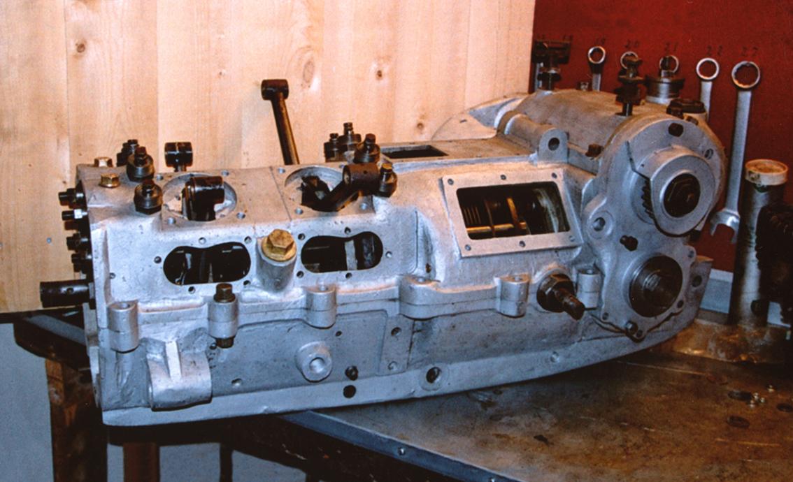 Motor med mange inspeksjonsluker