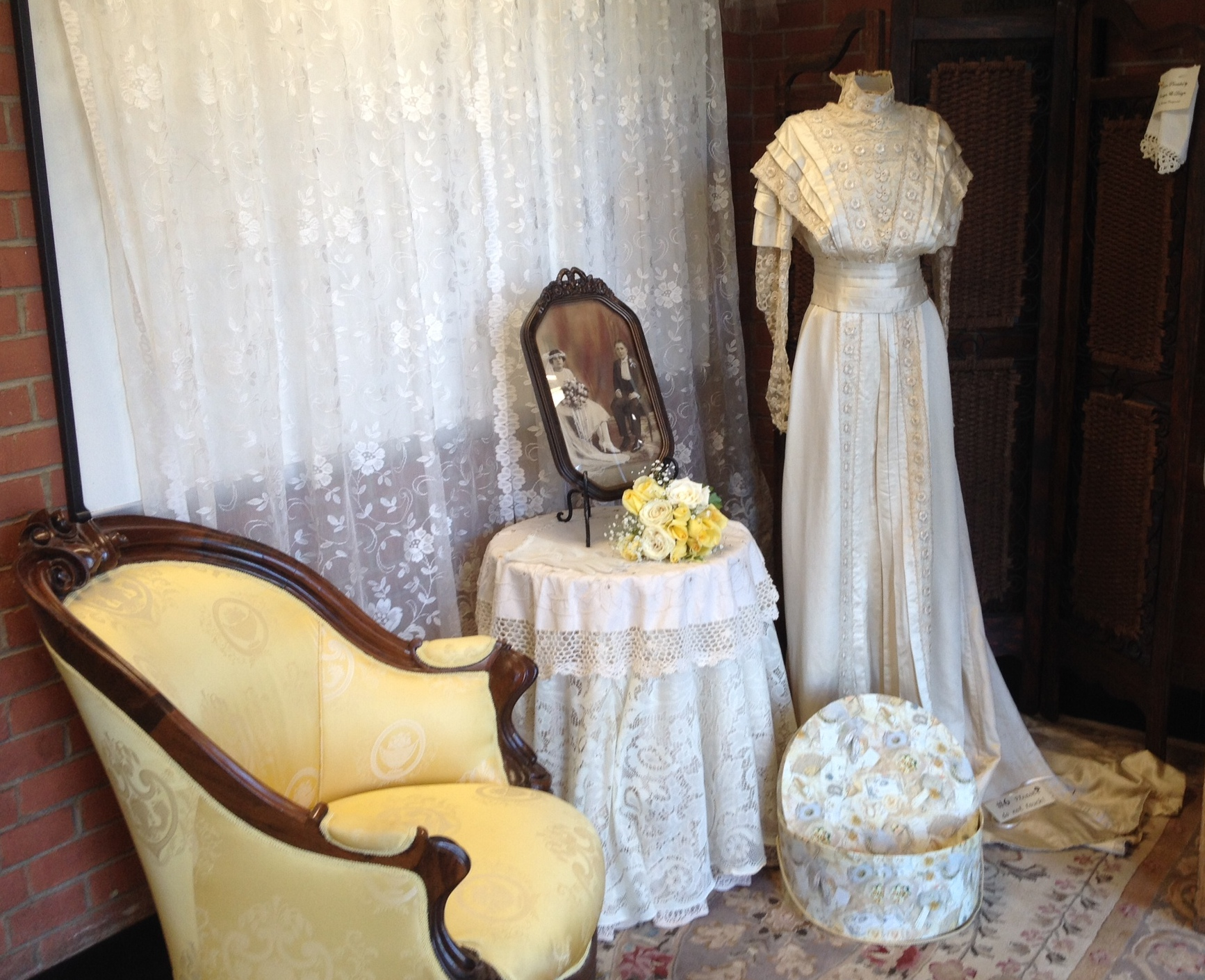 9arrangement and wedding gown5 cr.jpg