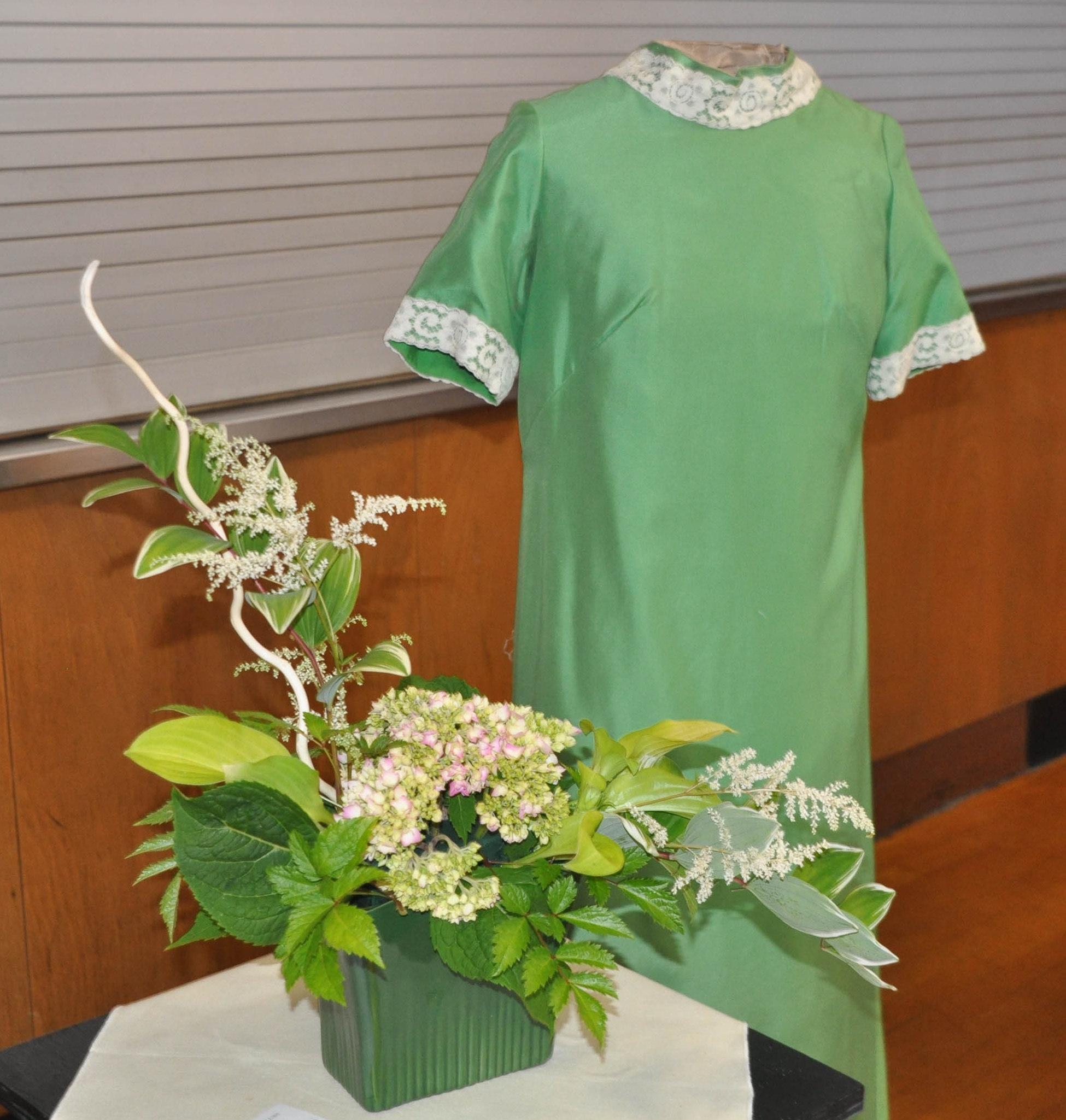 11arrangement and bridesmaid dress cr.jpg