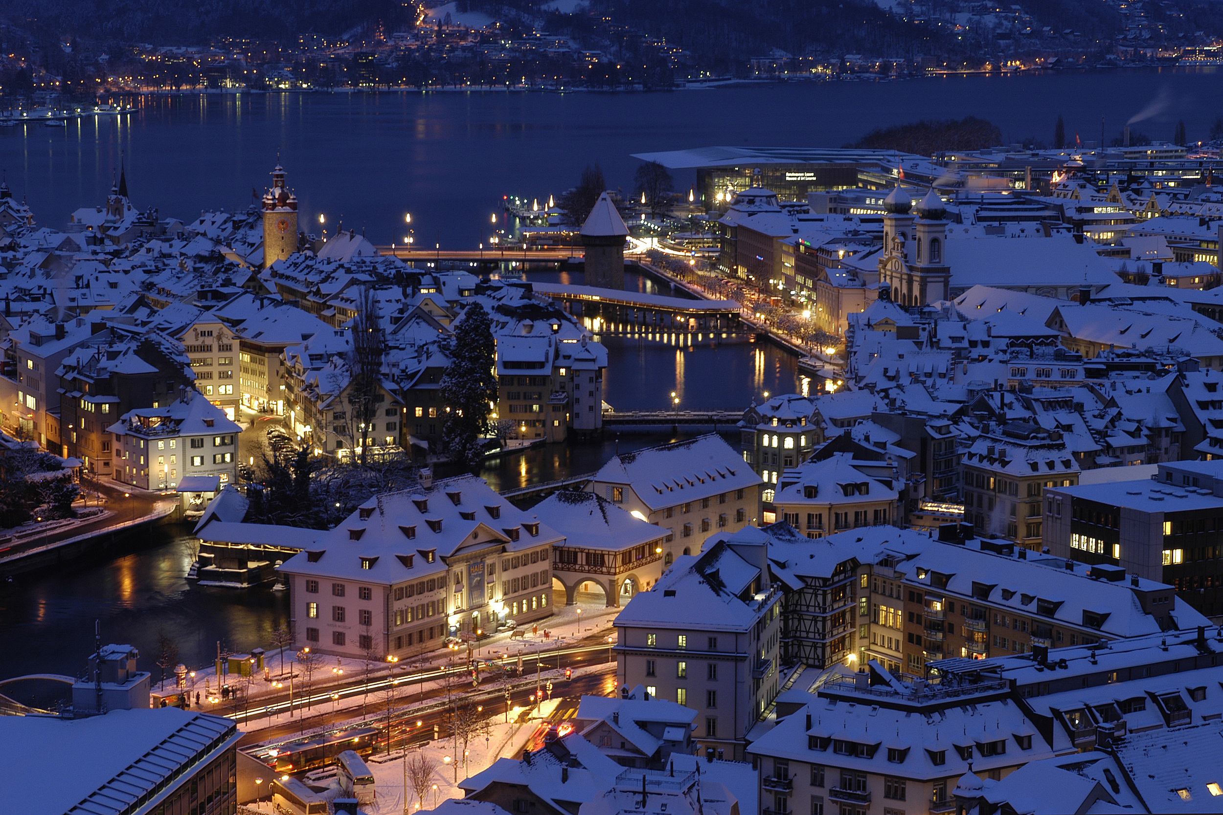 Lucerne by night (© Luzern Tourismus)
