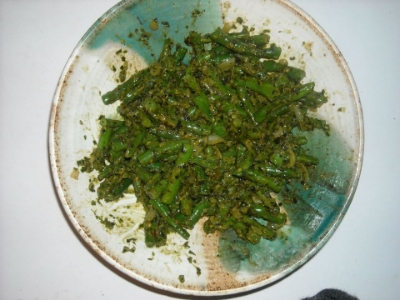 basil pesto with green beans and onions.