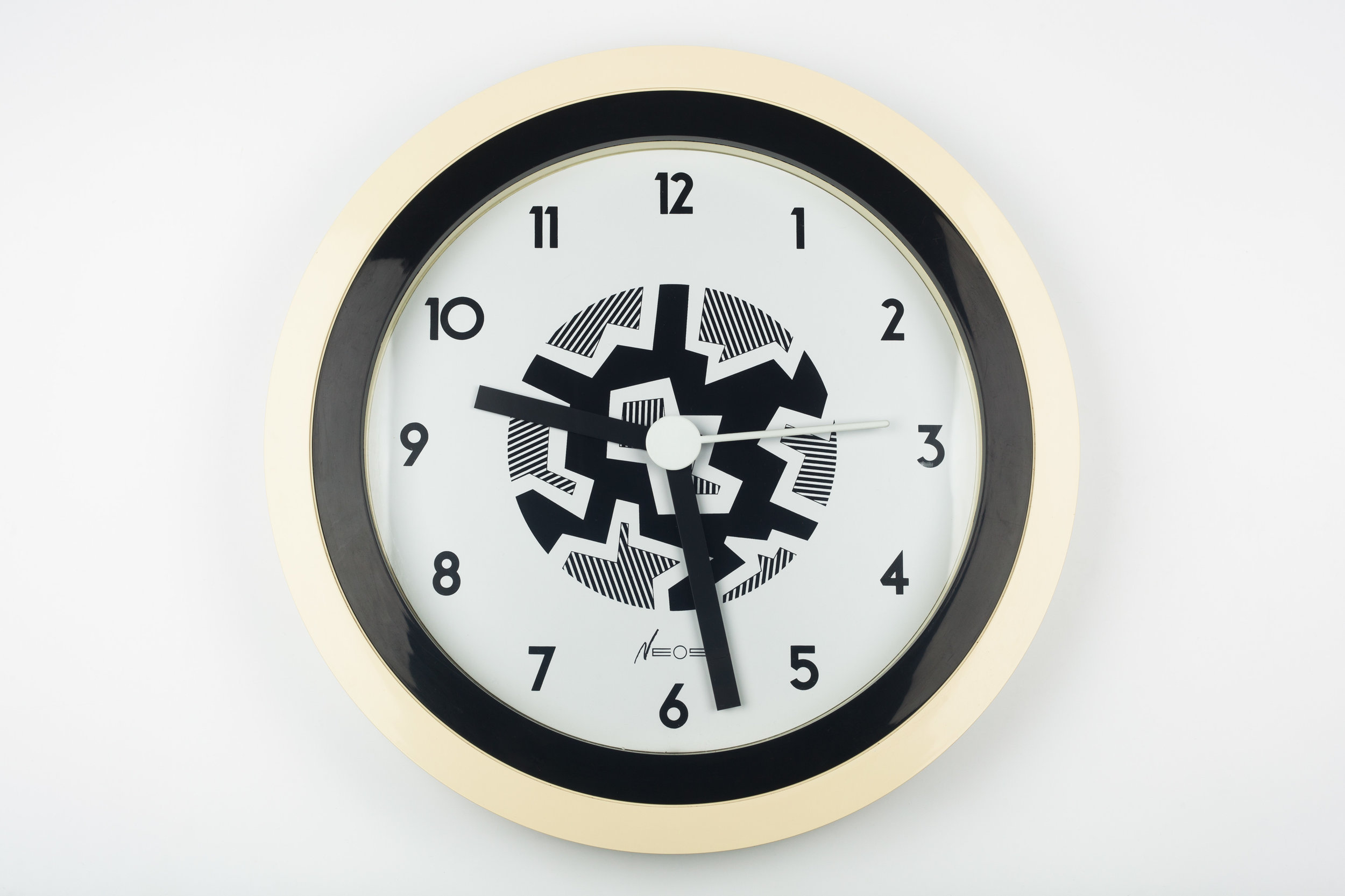 MEMPHIS WALL CLOCK WHITE, BLACK BY DU PASQUIER AND SOWDEN FOR NEOS, ITALY, 1980S