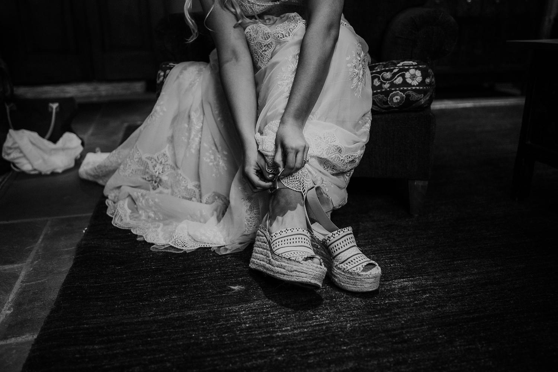 Alicia+lucia+photography+-+albuquerque+wedding+photographer+-+santa+fe+wedding+photography+-+new+mexico+wedding+photographer+-+wedding+bridal+shoe+-+wedding+style+edit_0029.jpg