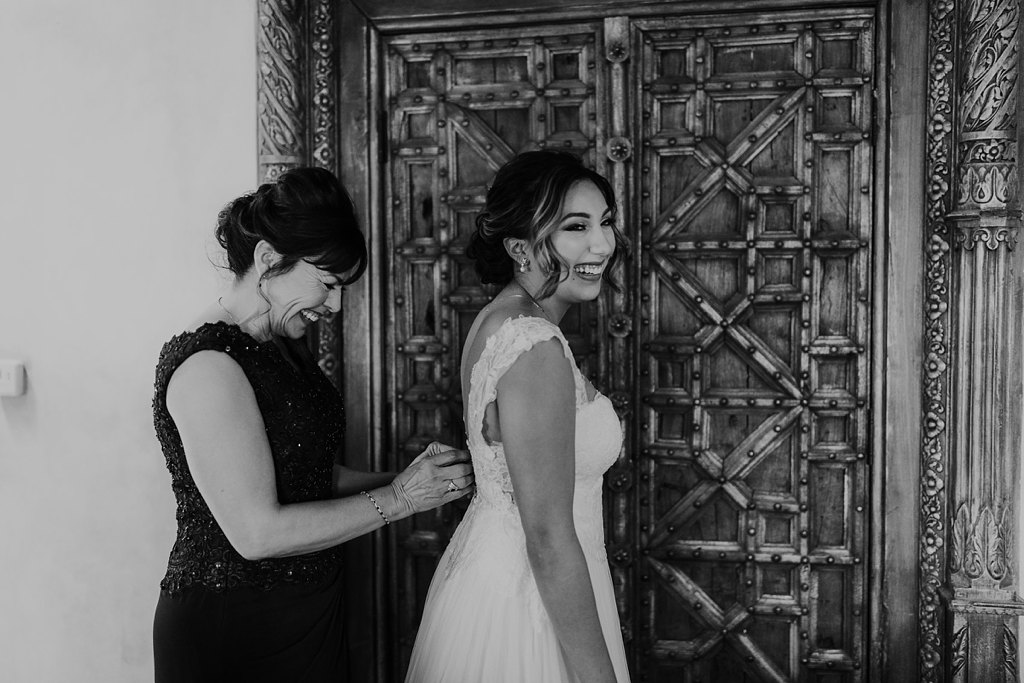 Alicia+lucia+photography+-+albuquerque+wedding+photographer+-+santa+fe+wedding+photography+-+new+mexico+wedding+photographer+-+taos+new+mexico+-+taos+wedding+-+el+monte+sagrado+wedding+-+winter+wedding_0022.jpg