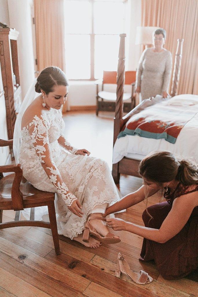 Alicia+lucia+photography+-+albuquerque+wedding+photographer+-+santa+fe+wedding+photography+-+new+mexico+wedding+photographer+-+new+mexico+wedding+-+santa+fe+wedding+-+la+fonda+wedding+-+la+fonda+fall+wedding_0025.jpg