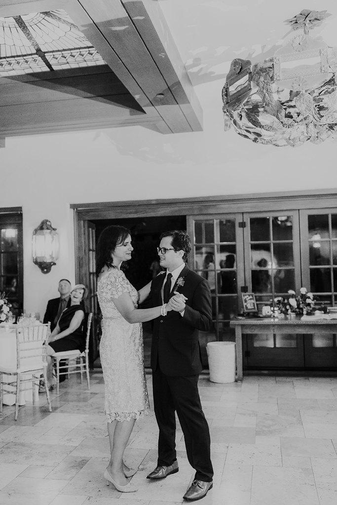 Alicia+lucia+photography+-+albuquerque+wedding+photographer+-+santa+fe+wedding+photography+-+new+mexico+wedding+photographer+-+new+mexico+wedding+-+santa+fe+wedding+-+la+fonda+wedding+-+la+fonda+fall+wedding_0130.jpg