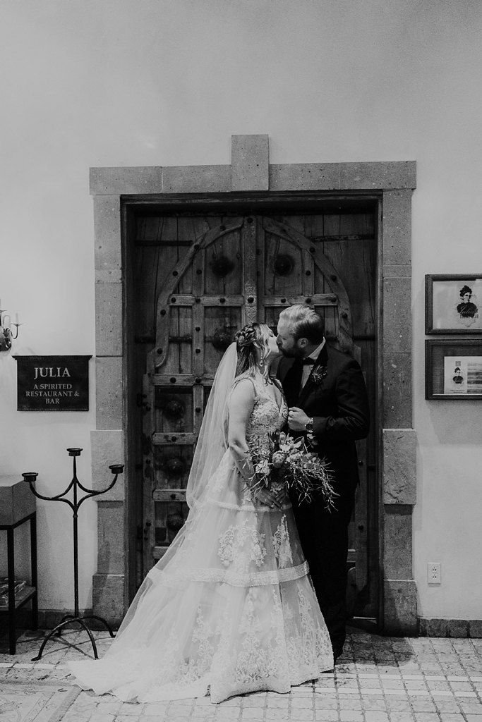 Alicia+lucia+photography+-+albuquerque+wedding+photographer+-+santa+fe+wedding+photography+-+new+mexico+wedding+photographer+-+new+mexico+wedding+-+santa+fe+wedding+-+la+posada+santa+fe+-+la+posada+wedding+-+la+posada+fall+wedding_0089.jpg