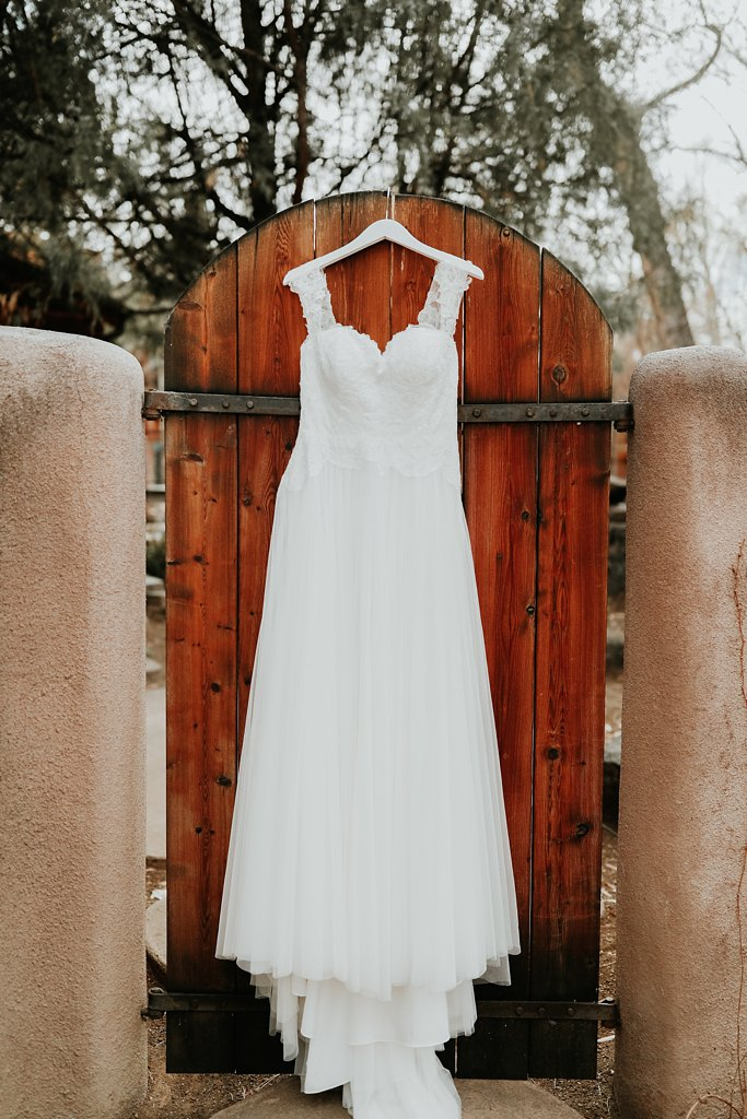 Alicia+lucia+photography+-+albuquerque+wedding+photographer+-+santa+fe+wedding+photography+-+new+mexico+wedding+photographer+-+new+mexico+wedding+-+winter+wedding+-+winter+wedding+gowns_0059.jpg