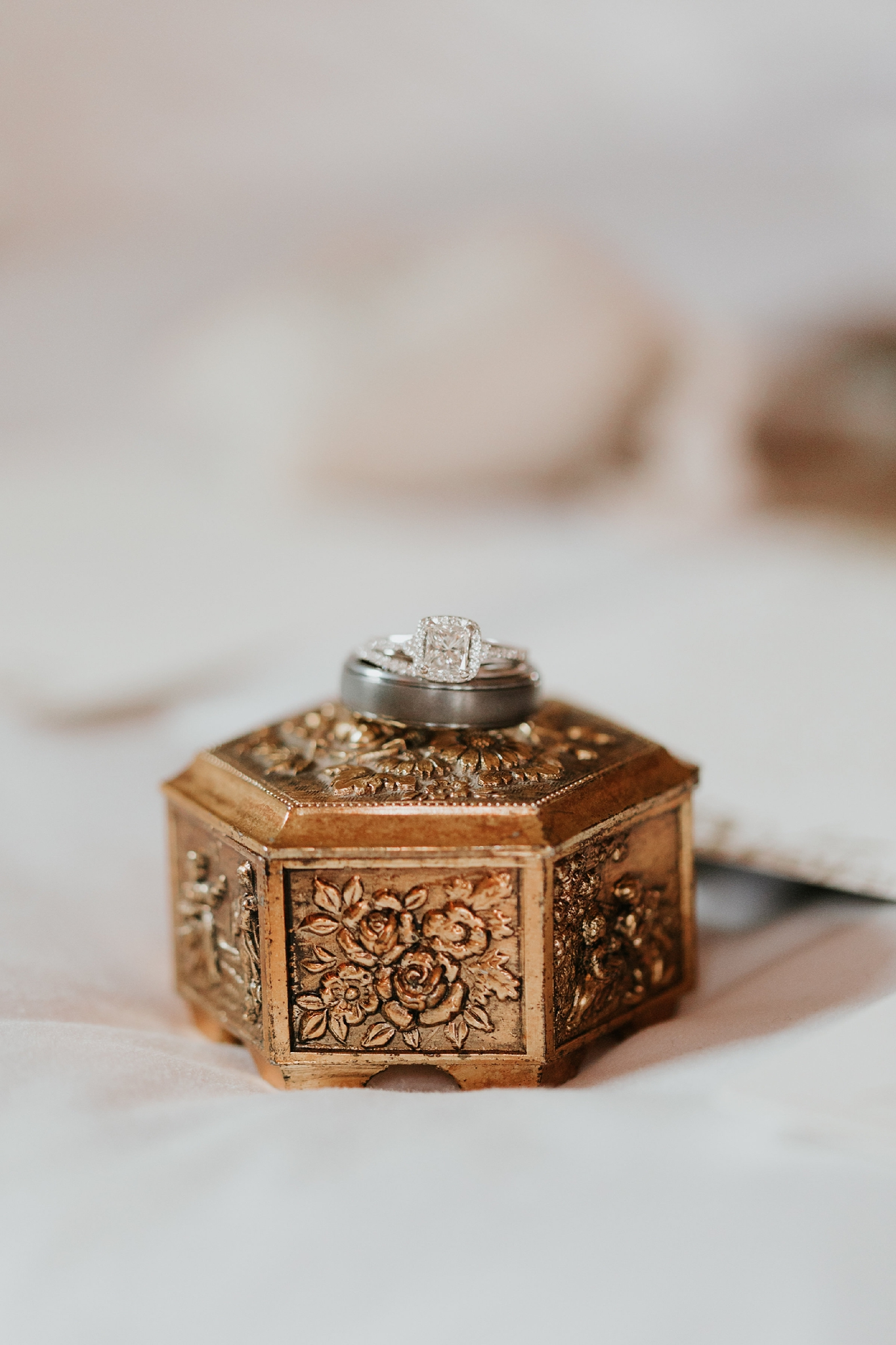 Alicia+lucia+photography+-+albuquerque+wedding+photographer+-+santa+fe+wedding+photography+-+new+mexico+wedding+photographer+-+new+mexico+wedding+-+santa+fe+wedding+-+albuquerque+wedding+-+wedding+rings+-+engagement+rings_0029.jpg