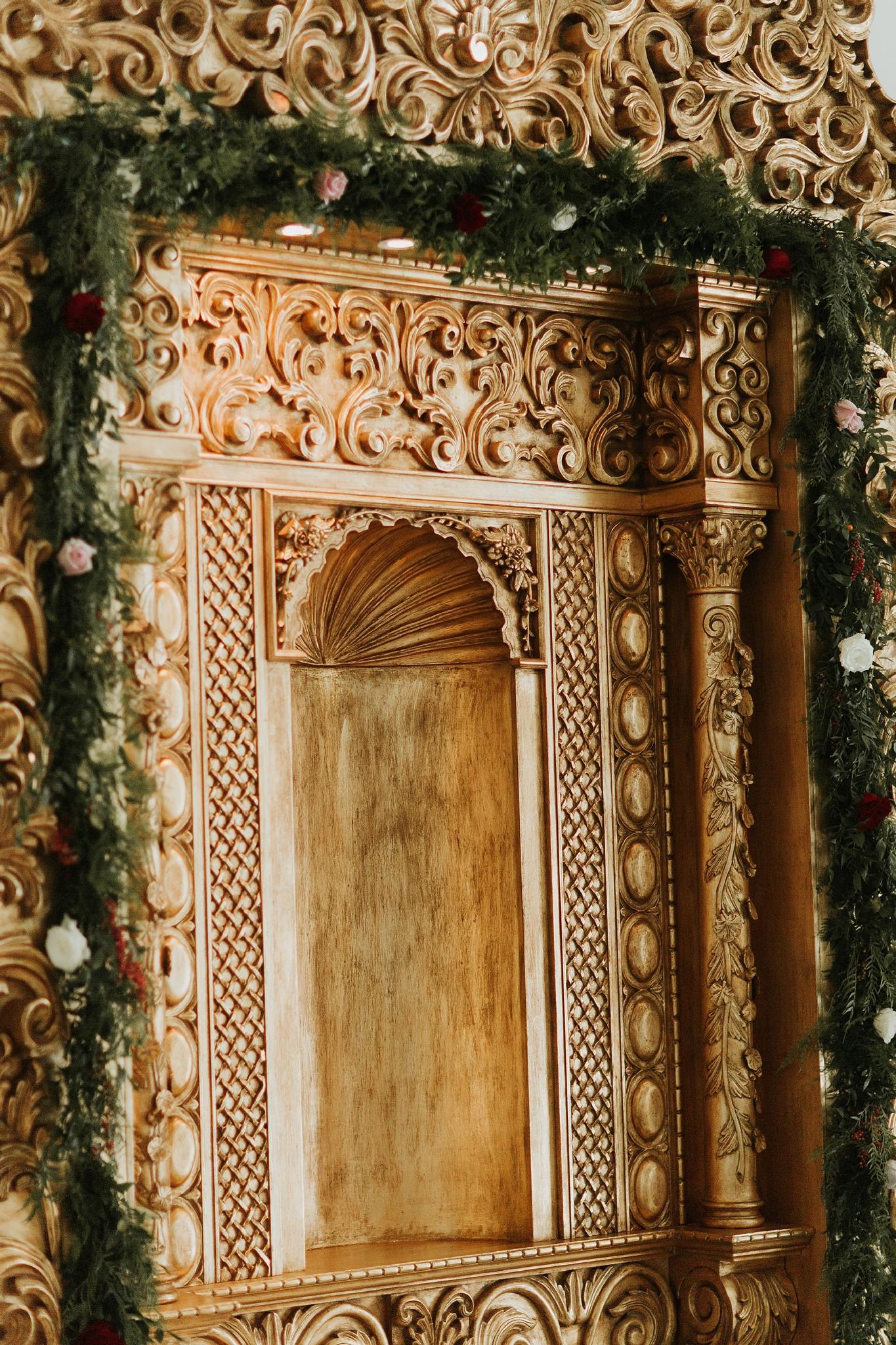 Alicia+lucia+photography+-+albuquerque+wedding+photographer+-+santa+fe+wedding+photography+-+new+mexico+wedding+photographer+-+wedding+ceremony+-+wedding+alter+-+floral+alter_0012.jpg