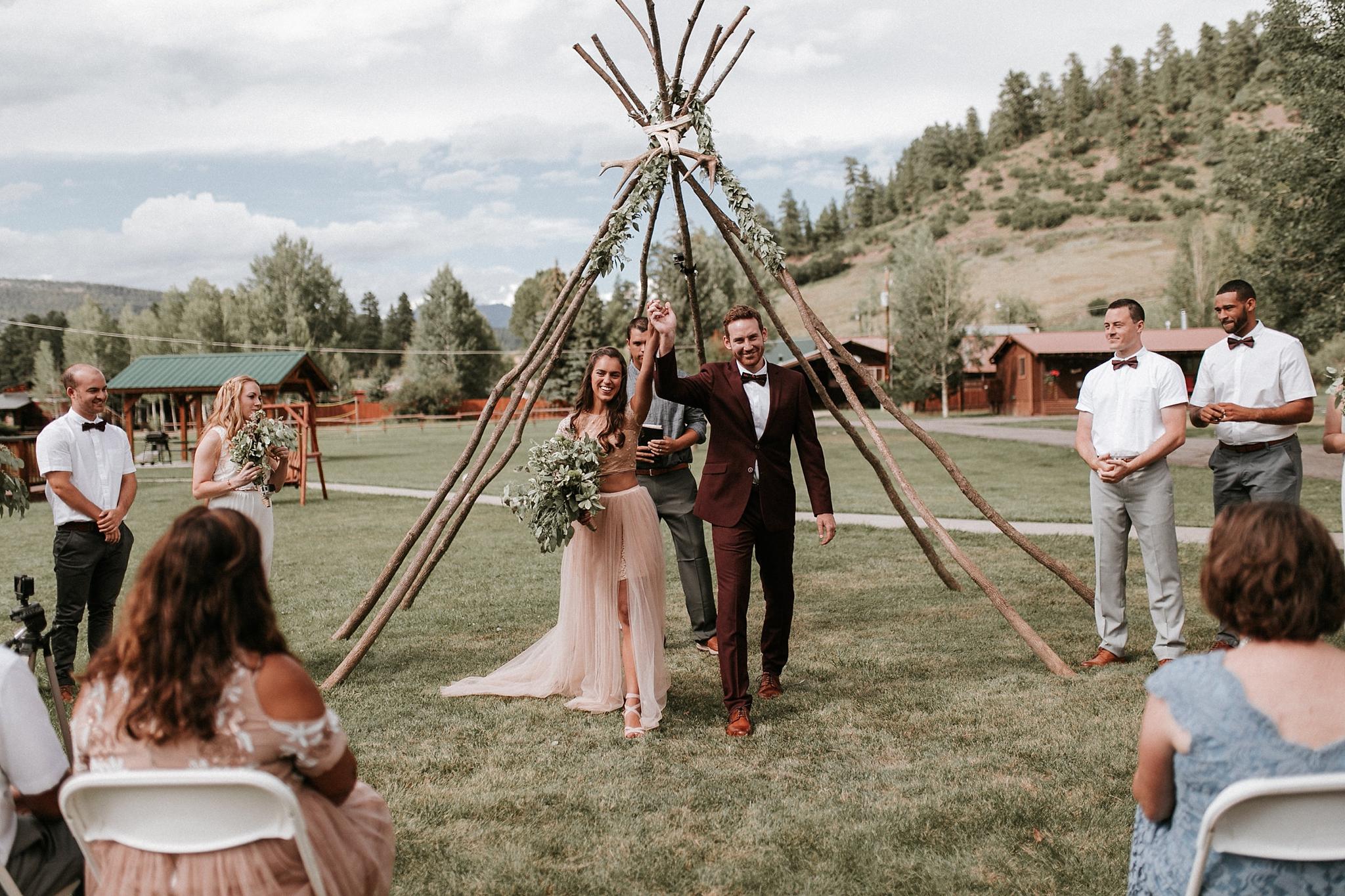 Alicia+lucia+photography+-+albuquerque+wedding+photographer+-+santa+fe+wedding+photography+-+new+mexico+wedding+photographer+-+wedding+ceremony+-+wedding+alter+-+floral+alter_0041.jpg