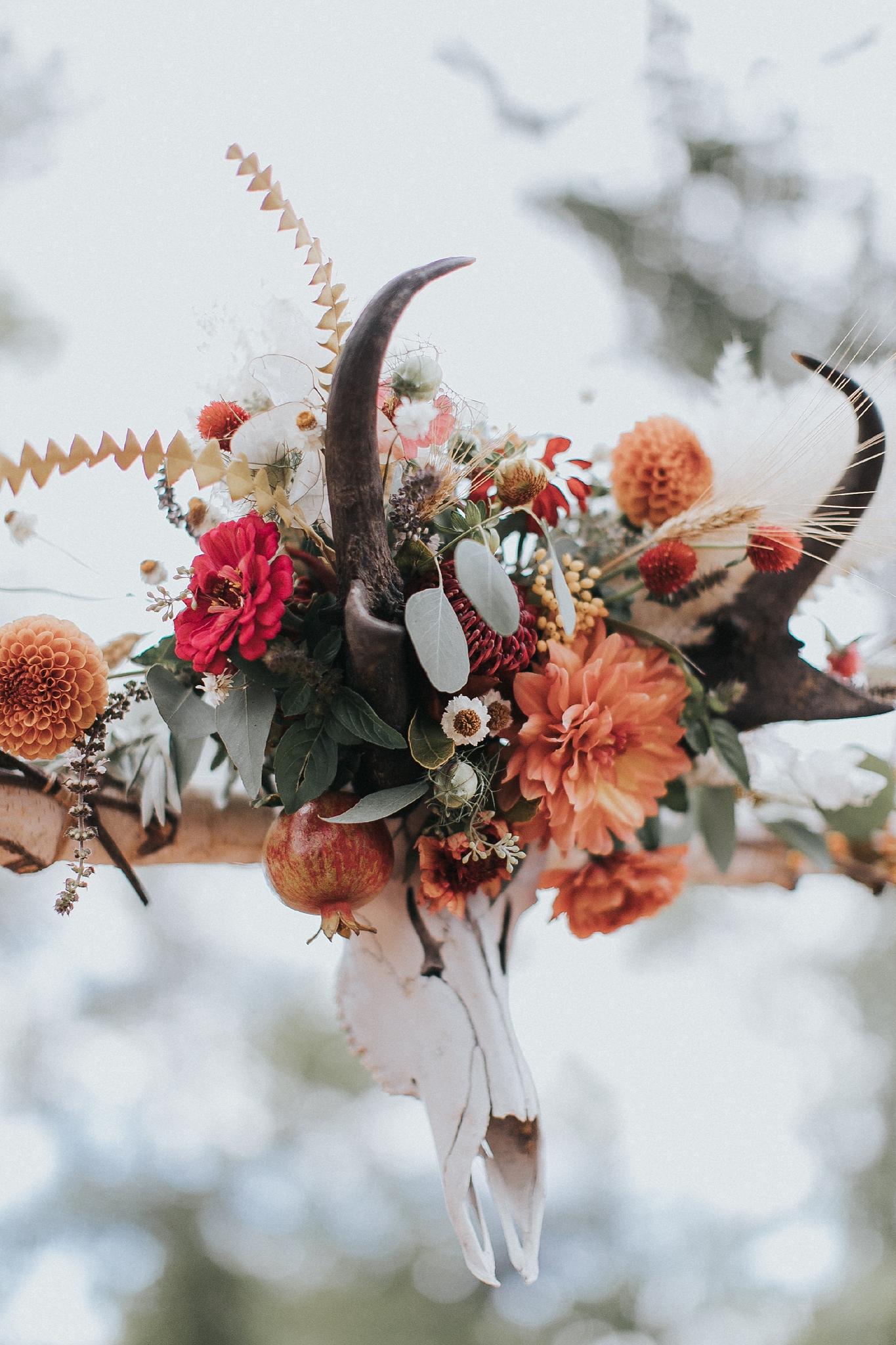 Alicia+lucia+photography+-+albuquerque+wedding+photographer+-+santa+fe+wedding+photography+-+new+mexico+wedding+photographer+-+wedding+ceremony+-+wedding+alter+-+floral+alter_0074.jpg