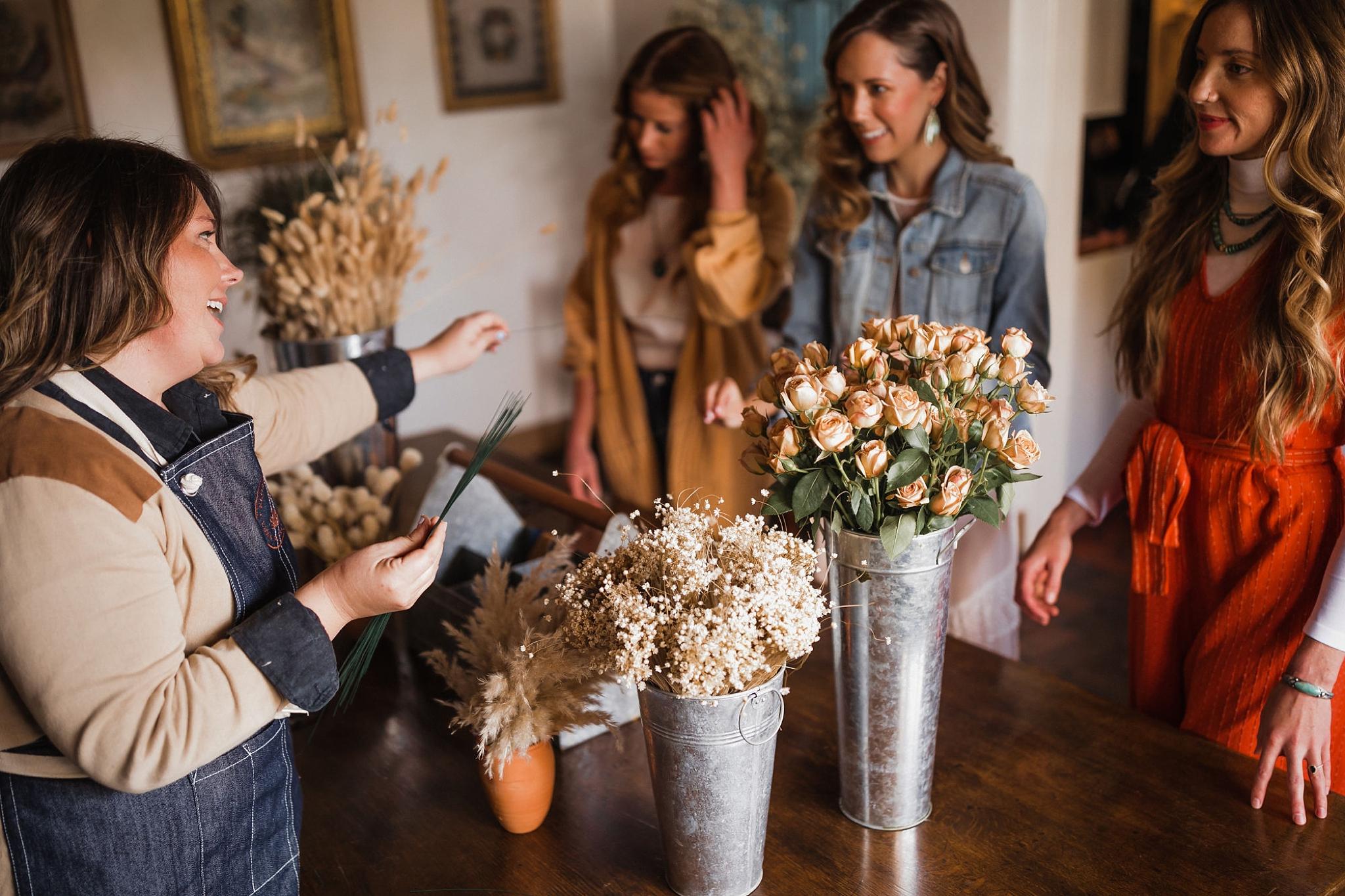 Alicia+lucia+photography+-+albuquerque+wedding+photographer+-+santa+fe+wedding+photography+-+new+mexico+wedding+photographer+-+new+mexico+wedding+-+new+mexico+florist+-+floriography+flowers+-+floriography+flowers+new+mexico+-+wedding+florist_0016.jpg