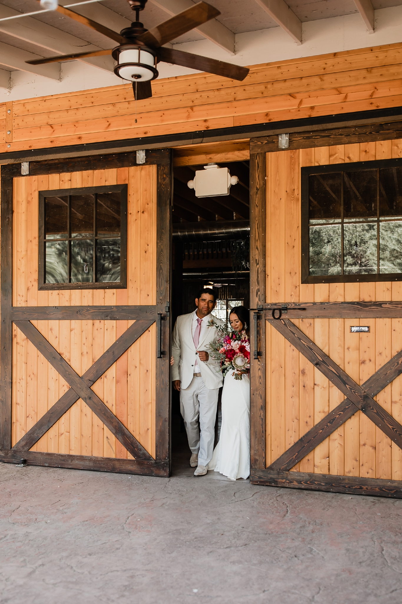 Alicia+lucia+photography+-+albuquerque+wedding+photographer+-+santa+fe+wedding+photography+-+new+mexico+wedding+photographer+-+new+mexico+wedding+-+new+mexico+wedding+-+barn+wedding+-+enchanted+vine+barn+wedding+-+ruidoso+wedding_0090.jpg