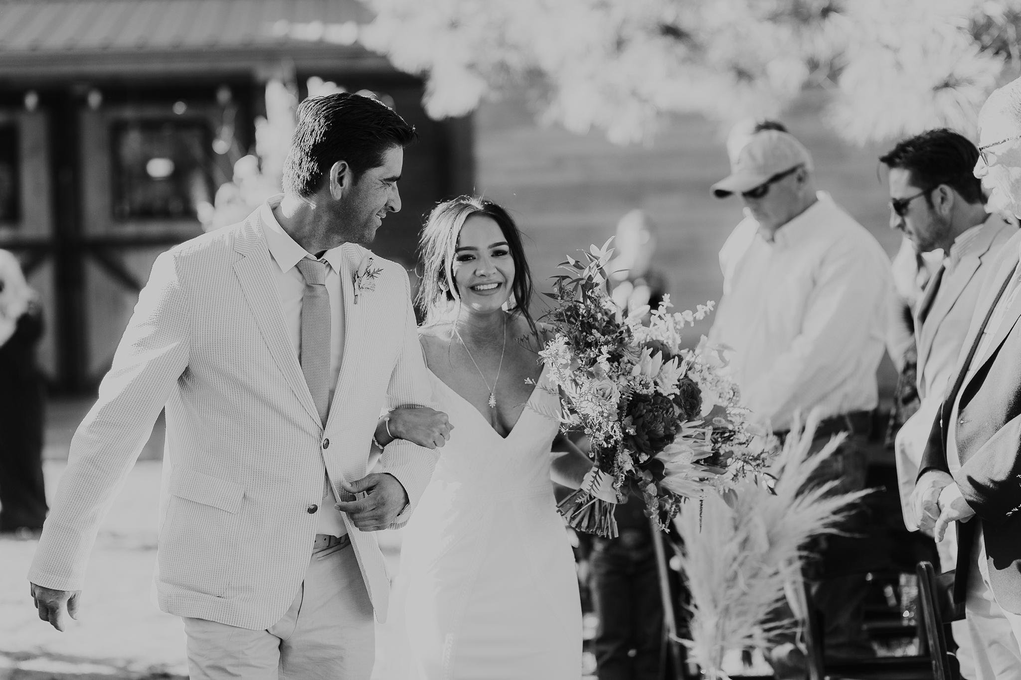 Alicia+lucia+photography+-+albuquerque+wedding+photographer+-+santa+fe+wedding+photography+-+new+mexico+wedding+photographer+-+new+mexico+wedding+-+new+mexico+wedding+-+barn+wedding+-+enchanted+vine+barn+wedding+-+ruidoso+wedding_0096.jpg